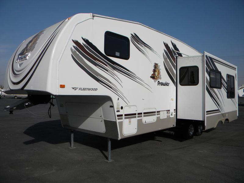 2009 PROWLER 275BHS  this little 30 5th wheel bunk house trailer sleeps seven plus people is sp