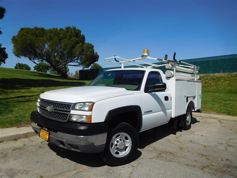 2005 CHEVROLET 2500 HD SERVICE BODY  2005 chevy 2500 hd service body with generator 60l v-8