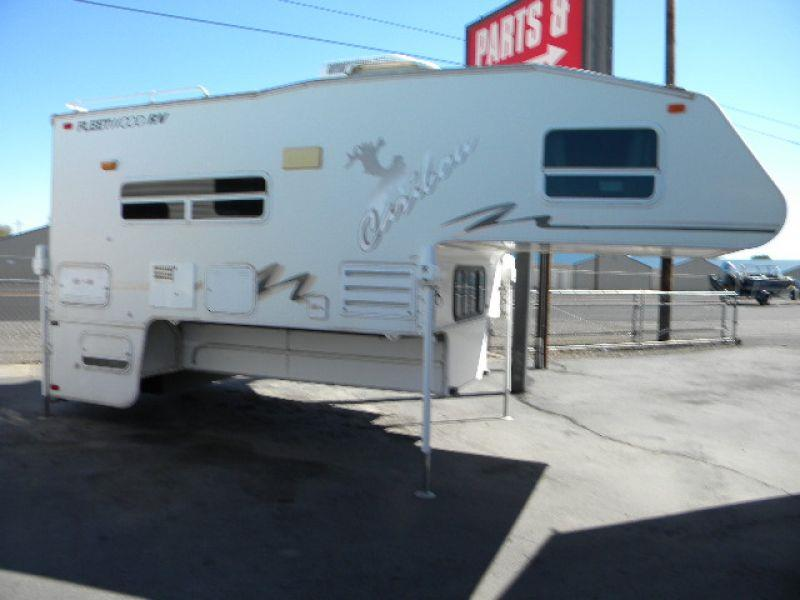 2002 CARIBOU 11L WHITE this roomy 18 camper has a 11 - 6 floor length and a dinette slide with