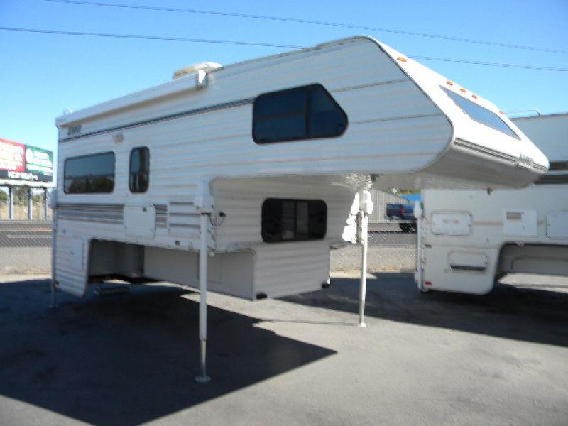 2002 LANCE 1130 white this roomy 18g camper has a 11g - 6g floor length and a roomy living area t