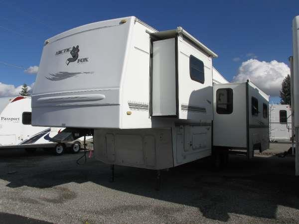 2003 ARCTIC FOX 29-5E green this 2003 arctic fox fifth wheel has an open floor plan and bright in