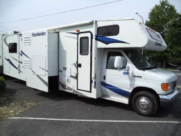 2008 COACHMEN 31FT WITH 2 SLIDEOUTS AND VERY LOW MILES  for more information call 888227-0861