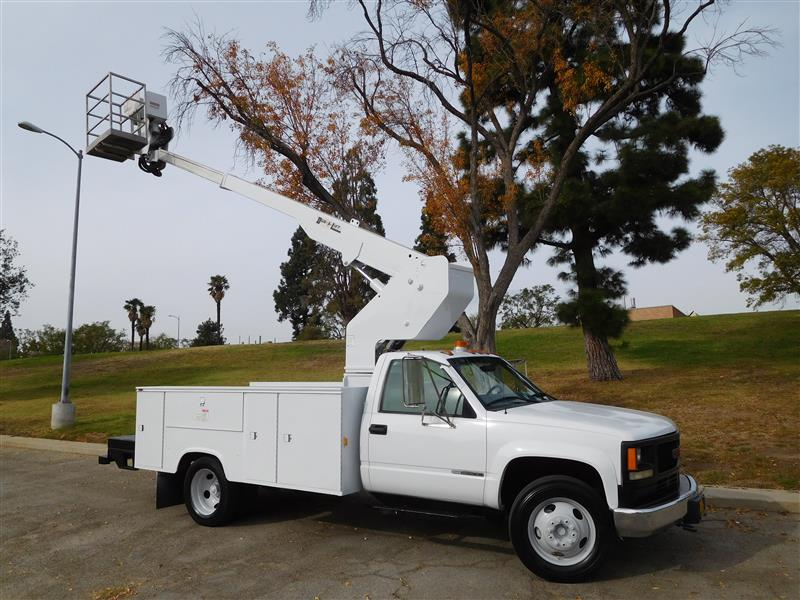 1997 GMC 3500 HD BUCKET TRUCK  1997 gmc c-3500 hd bucket truck turbo diesel auto trans ac