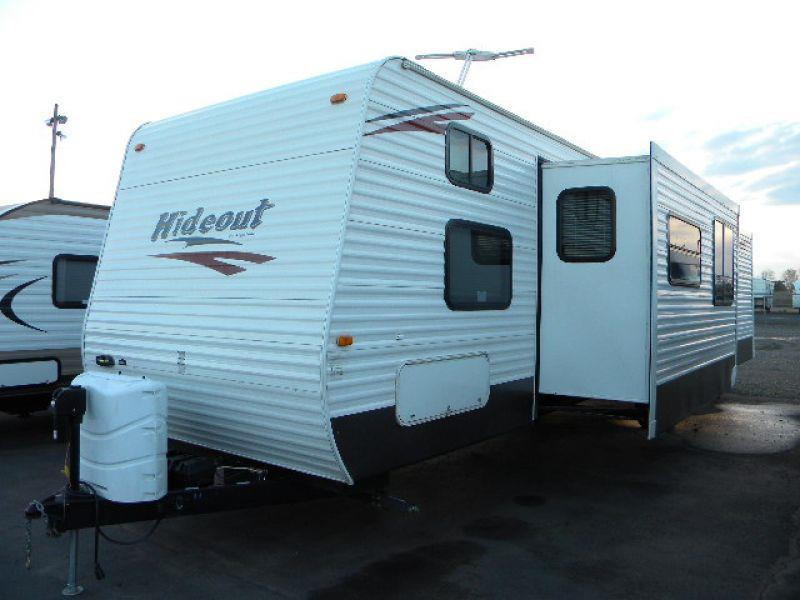 2011 HIDEOUT 38BHDSWE WHITE this 39g travel trailer has two large slides and is a residence on wh