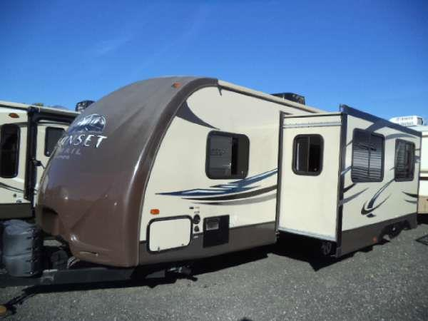 2013 SUNSET TRAIL ST26BH  we dont believe in sacrificing comfort and beauty to achieve lightweig