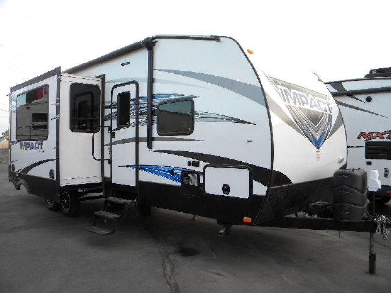 2015 FUZION IMPACT 303 white this 34g toy hauler has two slides providing ample living room kitc