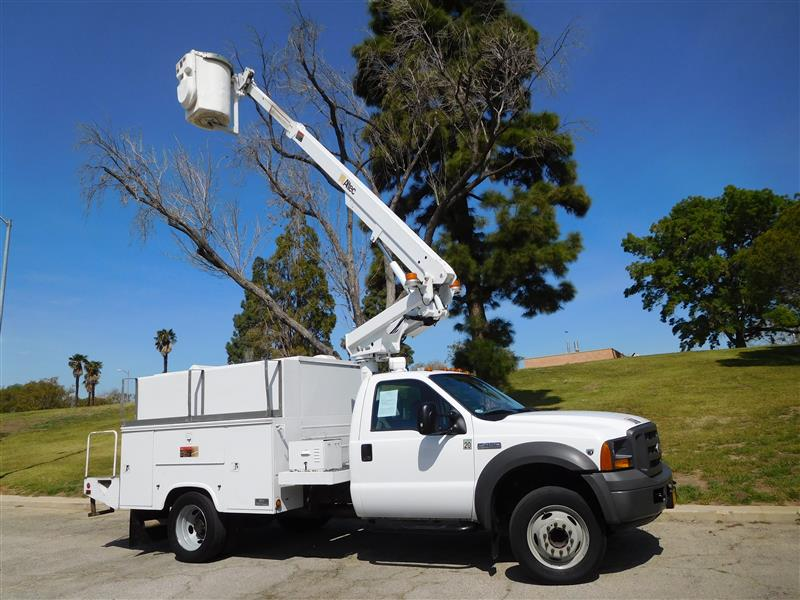 2005 FORD F450 SD BUCKET TRUCK