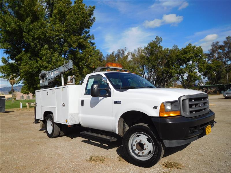 2001 FORD F-450 CONTRACTOR BODY White 2001 ford f-450 utility truck with crane v-10 auto trans