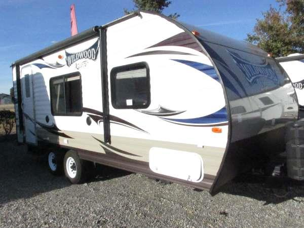 2014 WILDWOOD T221RBXL neutral this 2014 22 ft wildwood trailer offers plenty of storage with a