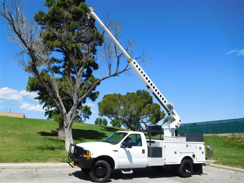 1999 FORD F450 SD BUCKET TRUCK White 1999 ford f-450 bucket truck v-10 auto trans low 100k mil
