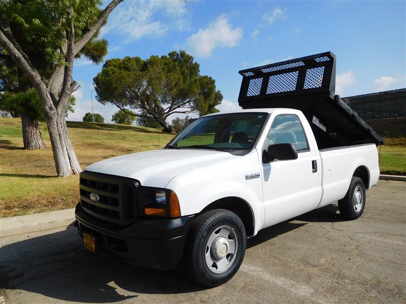 2006 FORD F-250 DUMP TRUCK  2006 ford f-250 pickup with dump bed 54l v-8 auto trans low origi