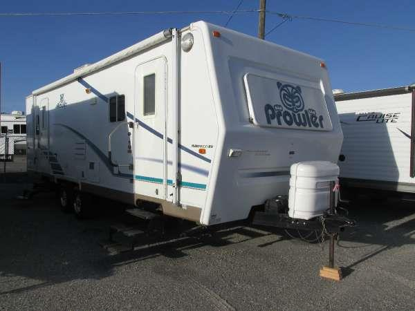 2003 PROWLER BY FLEETWOOD 29F Blue this 2003 prowler ls 29f is a house on wheels the kitchen has