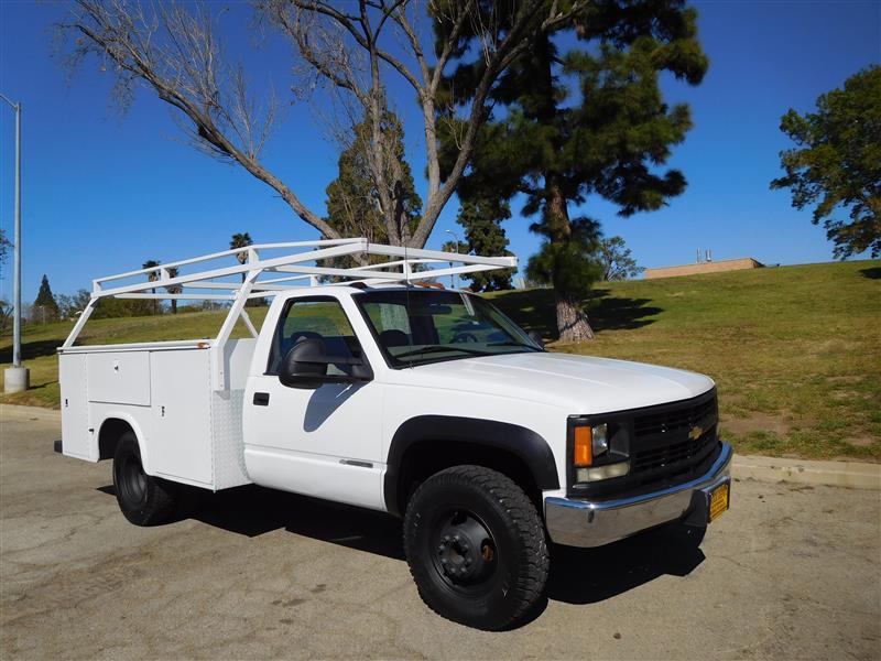 2000 CHEVROLET CK 3500 K3500 WhiteGrey 2000 chevy 3500 4x4 utility truck v-8 5-speed ac 132